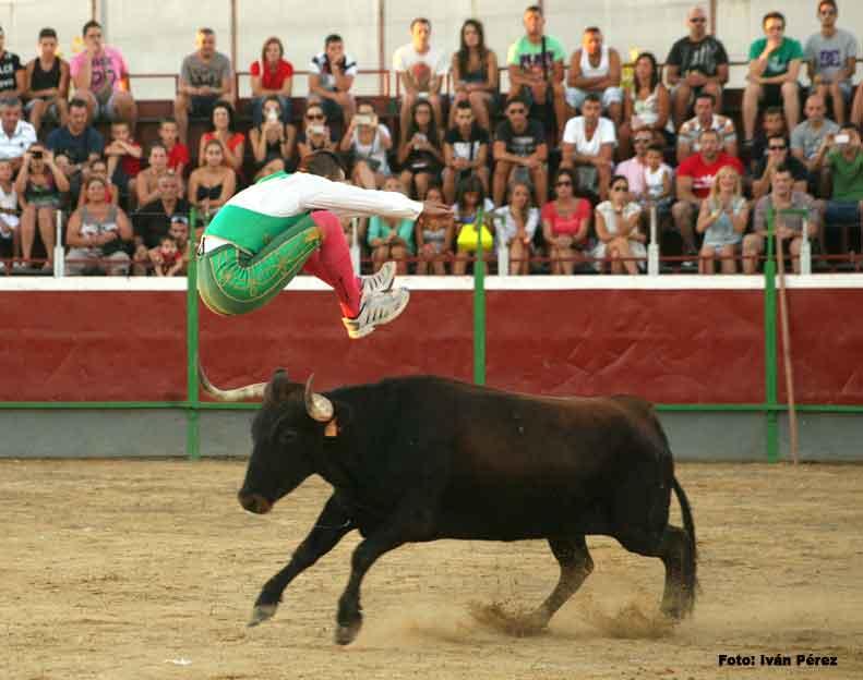 Arte y Emoción retoma la historia taurina de Guadassuar